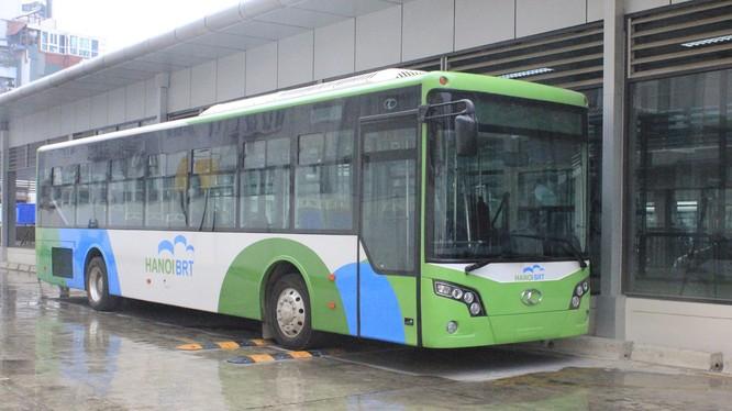 Những chiếc xe buýt nhanh BTR đầu tiên của Hà Nội. Ảnh: Quang Vững