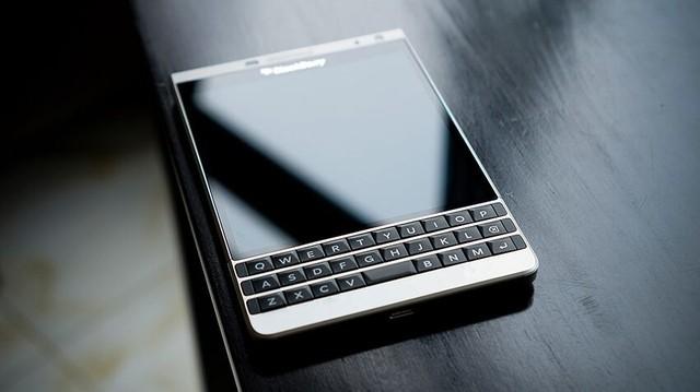 Smartphone chạy hệ điều hành BlackBerry OS 10.3.3 đạt chứng nhận bảo mật cấp chính phủ. Ảnh: BlackBerry.