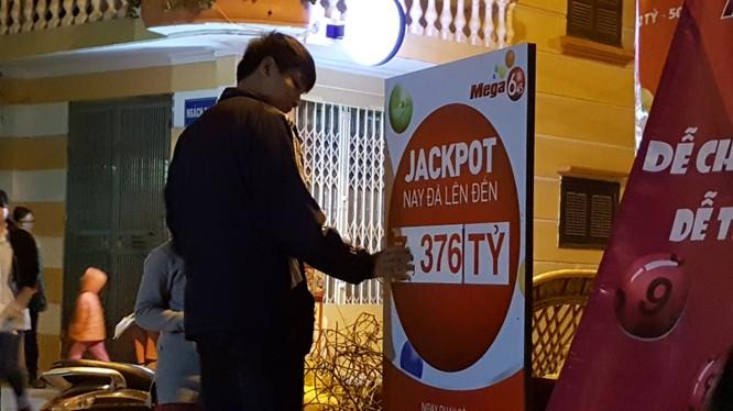 Một điểm bán xổ số Vietlott tại Hà Nội