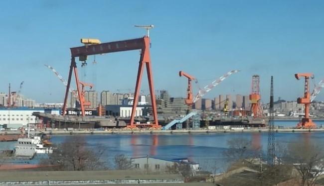 Tàu sân bay thông thường Type 001A do Trung Quốc đang chế tạo. Ảnh: Sina