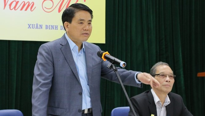 Ông Nguyễn Đức Chung chia sẻ tình trạng sức khỏe với các văn nghệ sĩ Hà Nội. Ảnh: Quang Anh.