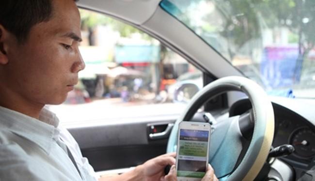 Nhiều ý kiến cho rằng Uber, Grab đang kinh doanh thiếu bình đẳng với taxi truyền thống. Ảnh minh hoạ: internet.