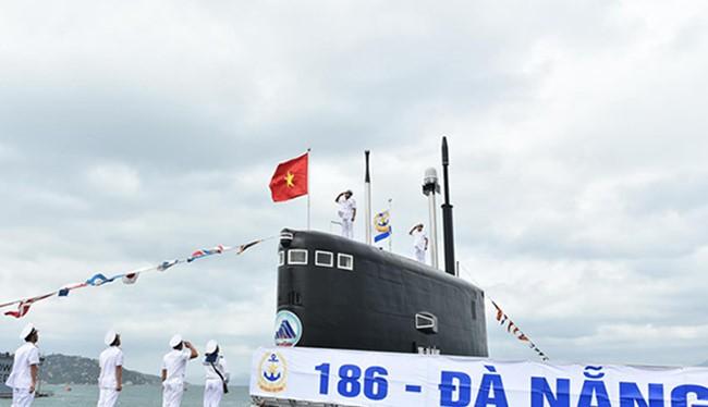 Sáng 28/2, hai tàu ngầm HQ 186 mang tên Đà Nẵng và HQ 187 mang tên Bà Rịa-Vũng Tàu đã chính thức thượng cờ (ảnh Quang Hiếu)