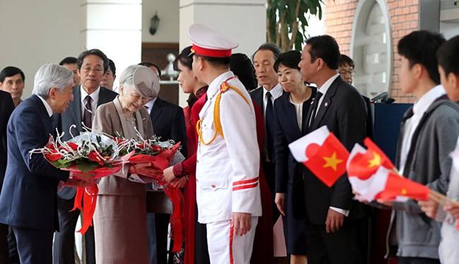 Đức vua Nhật Bản Akihito và Hoàng hậu đang có chuyến thăm Việt Nam