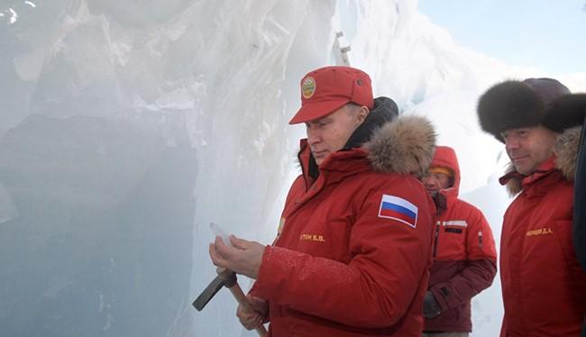 Tổng thống Putin quan sát lớp băng vĩnh cửu