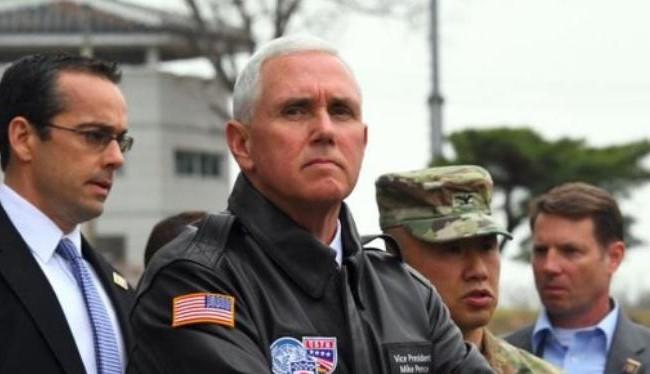 Trong chuyến thăm Hàn Quốc từ ngày 16 - 18/4/2017, Phó Tổng thống Mỹ Mike Pence đã đến Khu phi quân sự hai miền Triều Tiên. Ảnh: AFP/BBC