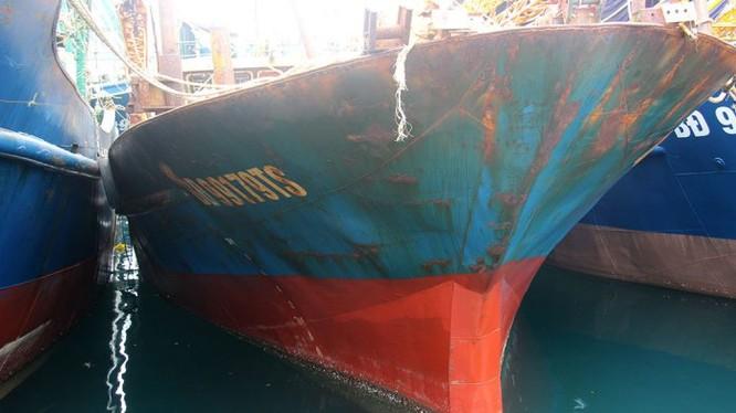 Một con tàu mới đóng đã han rỉ của ngư dân Bình Định. Nguồn Internet
