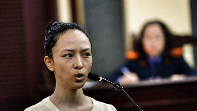 Hoa hậu Phương Nga tại phiên tòa sáng 26-6 - Ảnh: Hữu Khoa/Tuổi trẻ