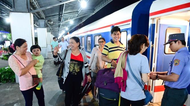 Ngành đường sắt đang nỗ lực giành lại thị phần vận tải nhờ vào sự thân thiện hơn với khách đi tàu. Ảnh: Zing