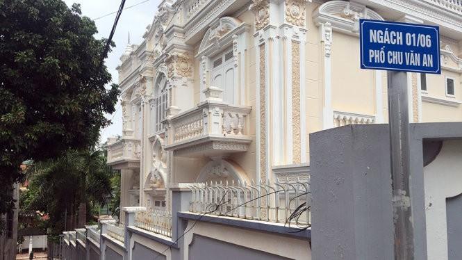 Tòa nhà dư luận cho rằng của ông Khánh, ở số 8 đường Chu Văn An, Tiểu khu 2 Thị trấn Yên Châu, Sơn La - Ảnh: Đ.Bình