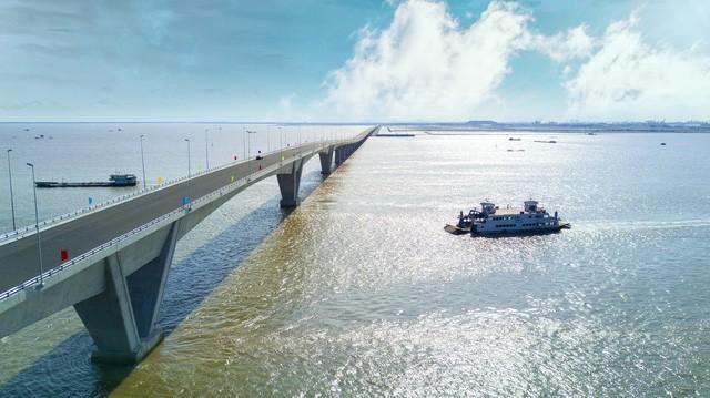 Cây cầu vượt biển bị bắt lỗi đang trong quá trình khắc phục các sai sót kỹ thuật (ảnh: Hải Sâm)