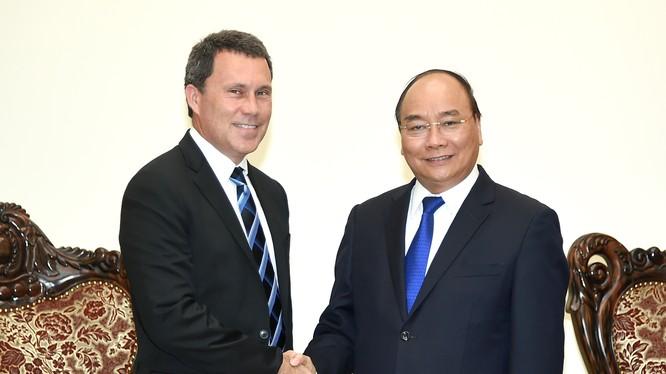 Thủ tướng Nguyễn Xuân Phúc tiếp ông Jon Gibbs, Phó Chủ tịch Tập đoàn ExxonMobil phụ trách châu Á-Thái Bình Dương và Trung Đông. Ảnh: VGP/Quang Hiếu