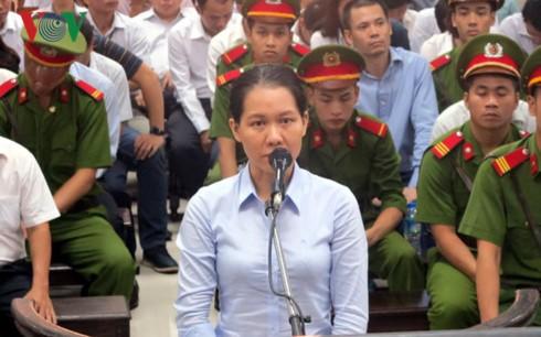 Nguyễn Minh Thu khai đưa cho tổng giám đốc Vietsovpetro 30% lãi suất ngoài hợp đồng, 70% đưa cho kế toán trưởng.
