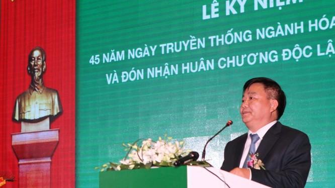 Ông Nguyễn Anh Dũng đọc diễn văn 45 truyền thống VINACHEM. Nguồn: Tạp chí Công thương