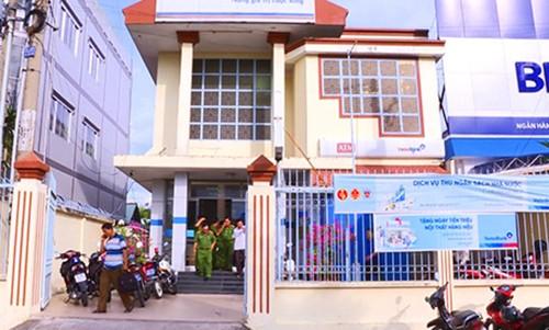 Hiện trường vụ cướp ngân hàng. Ảnh: Vĩnh Nam/VnExpress