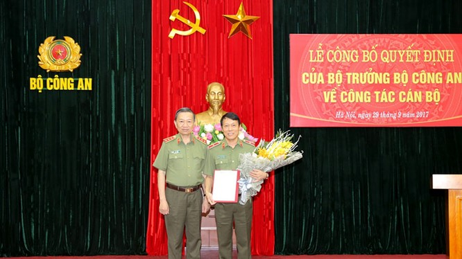 Bộ trưởng Tô Lâm trao Quyết định bổ nhiệm cho Thiếu tướng Lương Tam Quang giữ chức vụ Chánh Văn phòng Bộ Công an.