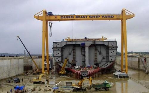 Nhà máy đóng tàu Dung Quất, một trong những dự án yếu kém của ngành Công thương. Ảnh: TBKTVN