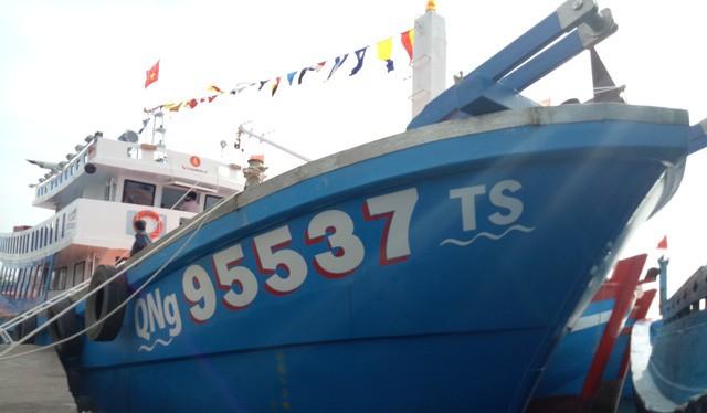 Tàu cá vỏ composite đầu tiên của Quảng Ngãi. Ảnh: Dân trí