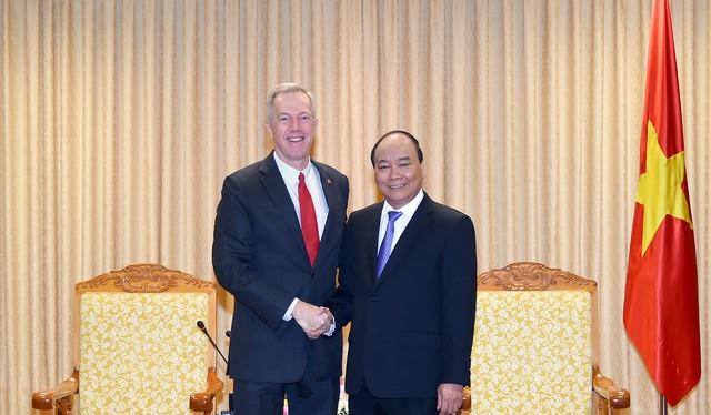Thủ tướng Nguyễn Xuân Phúc tiếp đại sứ Mỹ tại Việt Nam Ted Osius đến chào từ biệt sáng 17/10. Ảnh: VGP