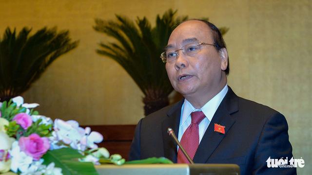 Thủ tướng Nguyễn Xuân Phúc báo cáo tại phiên khai mạc kỳ họp thứ 4 Quốc hội khóa XIV sáng 23-10 - Ảnh: Tuổi trẻ