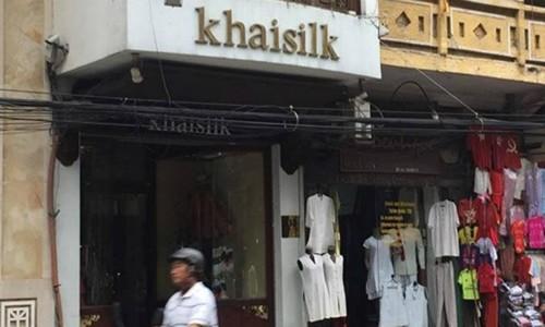 Cửa hàng Khaislik tại Hà Nội thừa nhận bán lụa Trung Quốc gắn mác Việt Nam do nhu cầu khách mua hàng ngày 20/10 quá lớn.