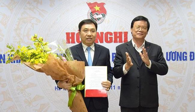 Tân Phó bí thư Tỉnh ủy Hà Giang Nguyễn Mạnh Dũng (bên trái). Ảnh Trung ương Đoàn