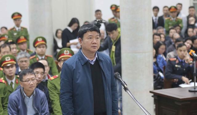 Ông Đinh La Thăng trả lời trước tòa. Ảnh: TTXVN