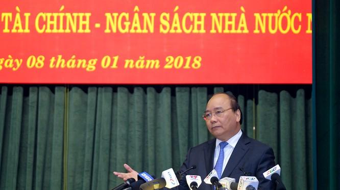 Thủ tướng Nguyễn Xuân Phúc phát biểu tại Hội nghị ngành tài chính sáng 8/1. Ảnh: VGP