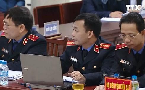Đại diện Viện kiểm sát nhân dân Thành phố Hà Nội tranh luận tại phiên xử ngày 15/1. Ảnh: TTXVN.