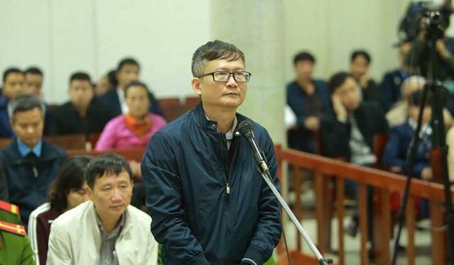 Bị cáo Đinh Mạnh Thắng khai trước tòa. Ảnh: TTXVN