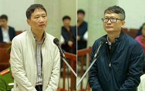 Bị cáo Trịnh Xuân Thanh và bị cáo Đinh Mạnh Thắng tại tòa. Ảnh: TTXVN