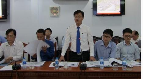 Đại diện Công ty Cổ phần Him Lam báo cáo đề xuất tại cuộc họp. Ảnh: Cổng thông tin điện tử tỉnh Long An