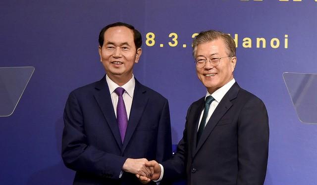 Chủ tịch nước Trần Đại Quang và Tổng thống Hàn Quốc Moon Jae In. Ảnh: VGP