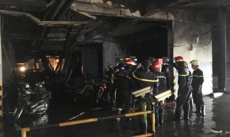 Cảnh sát PCCC tại hiện trường vụ hỏa hoạn. Ảnh: SGGP