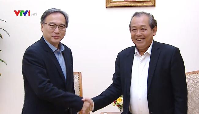 Phó Thủ tướng Thường trực Trương Hòa Bình tiếp Thứ trưởng Thường trực Bộ Nội vụ Singapore Pang Kin Ki-oong. Ảnh: VTV