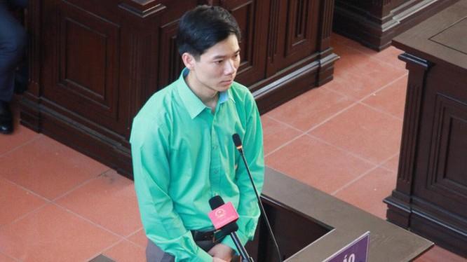 Bác sĩ Hoàng Công Lương tại tòa. Nguồn: Tuổi trẻ