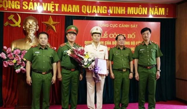 Đại tá Trần Ngọc Hà (giữa) tại buổi công bố quyết định bổ nhiệm. Nguồn: bộ Công an