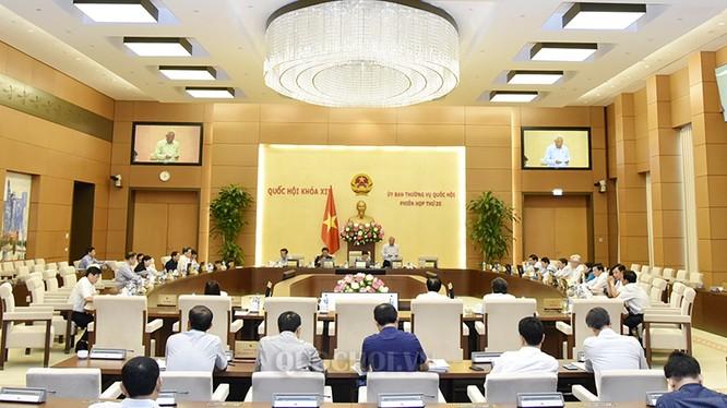Phiên họp thứ 25 của Ủy ban thường vụ Quốc hội xem xét, quyết định thành lập một số Thị trấn của tỉnh Bình Dương và tỉnh Hà Tĩnh. Ảnh: quochoi.vn