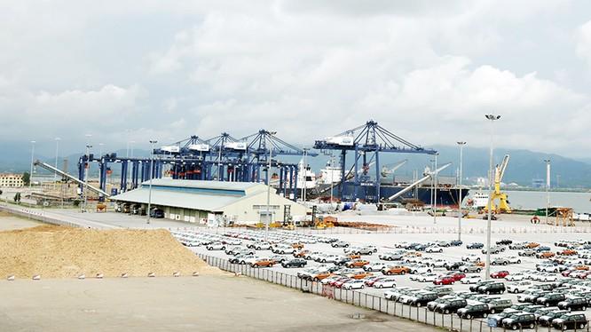 Hệ cẩu giàn này tại cảng Cái Lân dường như sẽ phải thay thế, để đầu tư hàng trăm tỷ đồng khác mua cần cẩu giàn phục vụ tàu container trọng tải tới 69.000 DWT?. Ảnh minh họa, nguồn: Báo Quảng Ninh