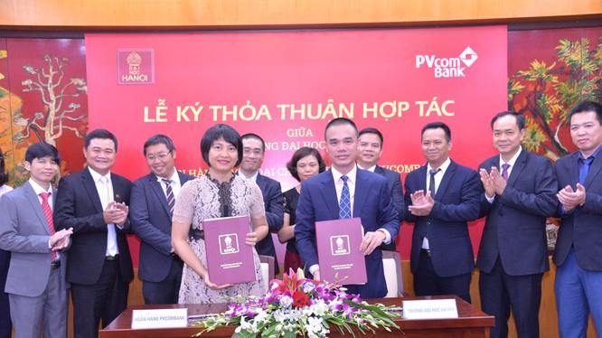 Lễ ký thỏa thuận hợp tác giữa PVcomBank và Trường Đại học Hà Nội