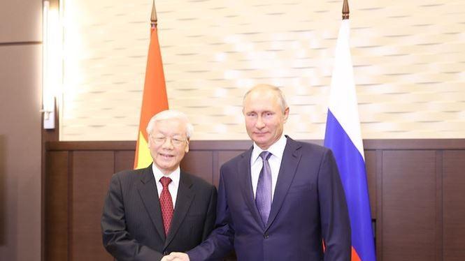 Tổng Bí thư Nguyễn Phú Trọng và Tổng thống Liên bang Nga Vladimir Putin bắt tay sau lễ ký các văn kiện hợp tác giữa hai nước. Ảnh: TTXVN
