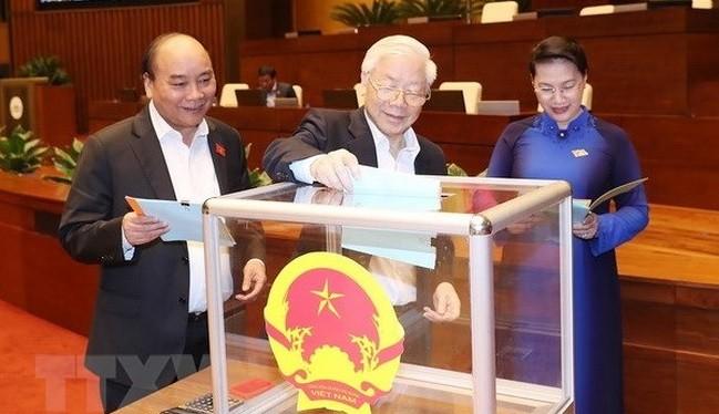Đại biểu Quốc hội đánh giá những người được Quốc hội bầu hoặc phê chuẩn bằng lá phiếu tín nhiệm. Ảnh: TTXVN