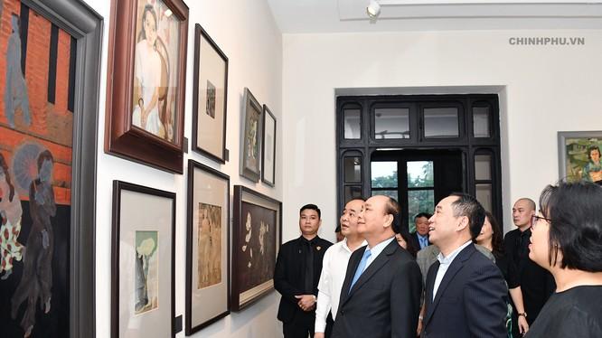 Thủ tướng thăm Bảo tàng Mỹ thuật Việt Nam. Ảnh VGP/Quang Hiếu