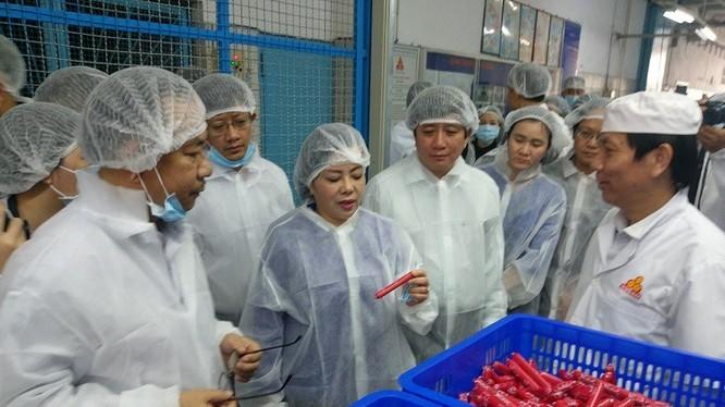 Bộ trưởng Y tế cùng đoàn công tác của bộ sáng 21/12. Nguồn: Bộ Y tế