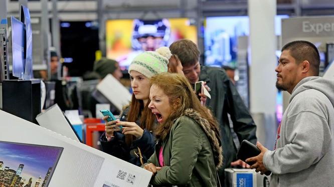Tâm trạng chung trong ngày hội mua sắm lớn nhất năm. Nguồn: Mashable