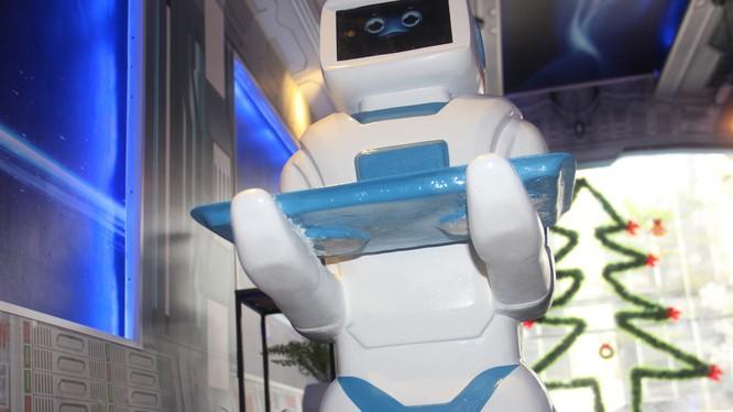 Robot Mortar (Đại bác) là robot phục vụ đầu tiên do người Việt tự nghiên cứu và chế tạo. Nguồn: VietTimes