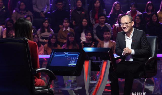 """Mặc dù rất hồi hộp nhưng nhà báo Phan Đăng vẫn tròn vai trên ghế """"nóng"""" của """"Ai là triệu phú"""". Nguồn: VTV"""