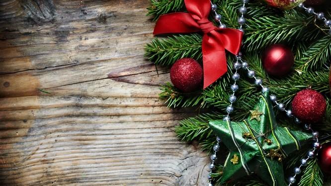 Thiên nhiên và Coca Cola khiến chúng ta liên tưởng đến lễ Giáng sinh khi thấy hai màu xanh lá cây và đỏ tươi. Nguồn: WallUp