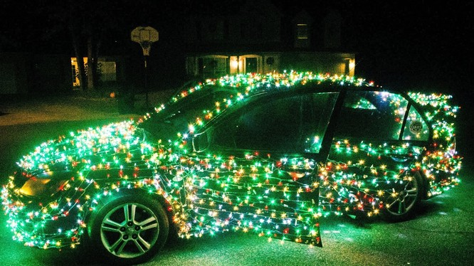Anh Bradon cho biết xe ô tô của mình trang trính bằng 1.000 bóng đèn LED. Nguồn: Bootleg