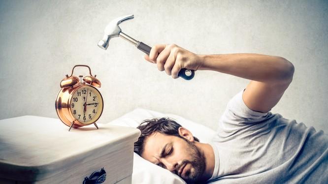 Đặt quá nhiều mốc báo thức sáng cũng sẽ làm ảnh hưởng đến sức khỏe của bạn. Nguồn: Brain Stain